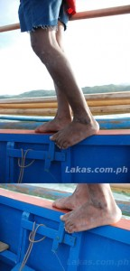 Ingenious way of controlling the boat's engine