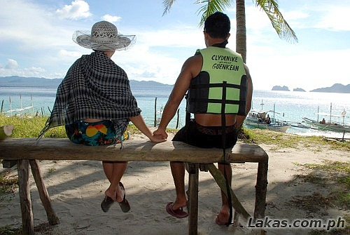 Honeymooners at El Nido, Palawan