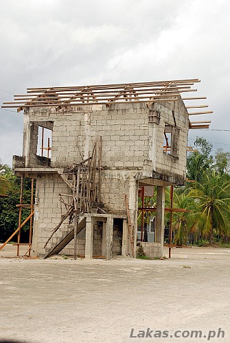 House in the middle of the highway in Guiuan, Eastern Samar
