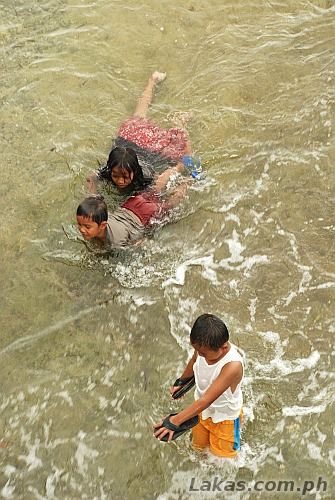 Children playing against the current