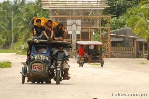 Toploading on Tricycles at Guiuan, Eastern Samar
